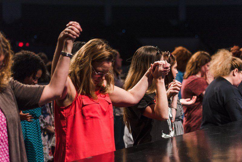 single moms praying at alter