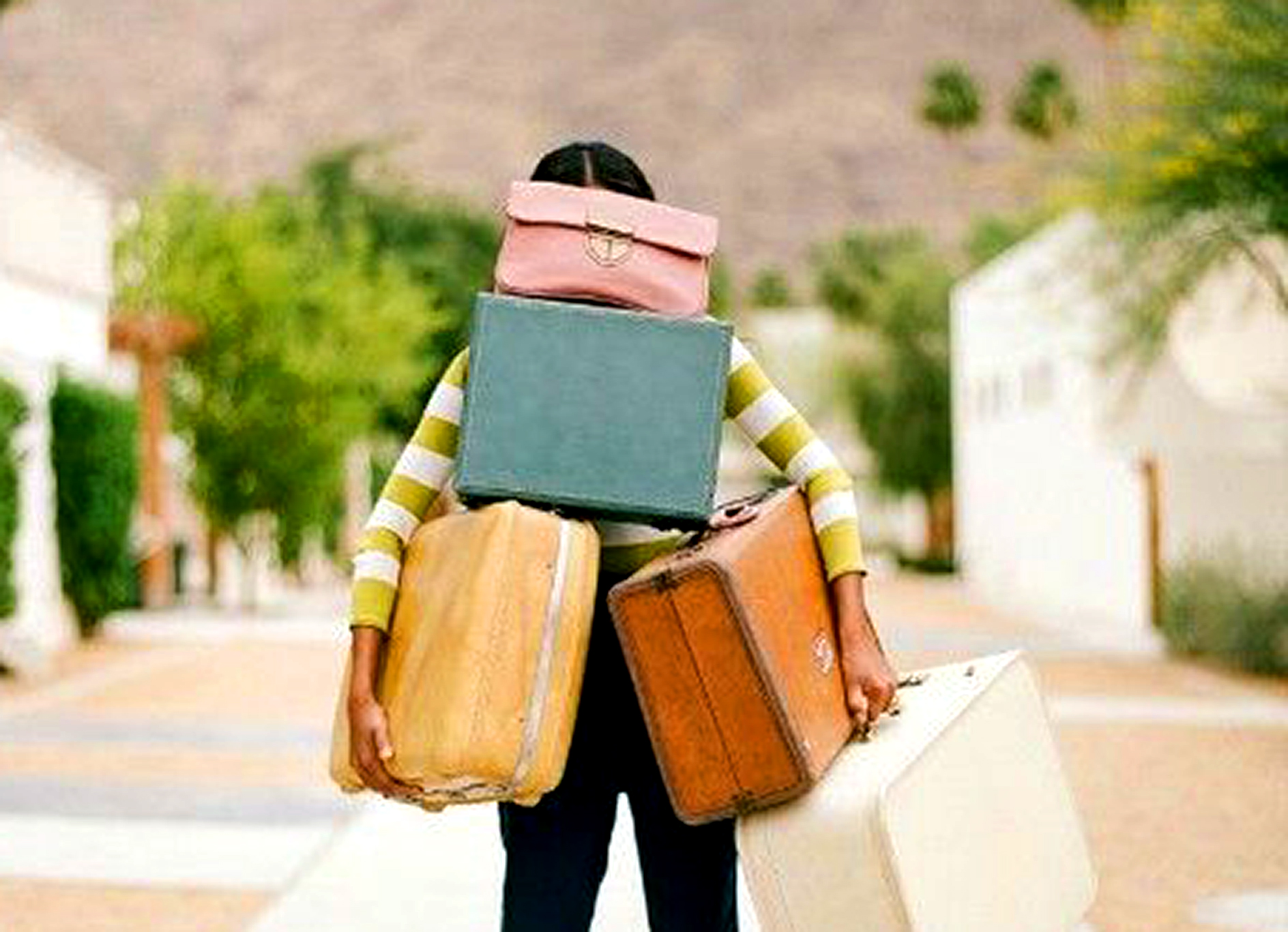 4 Types of Baggage We Bring Into a New Relationship and How